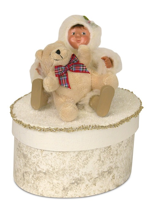 Byers' Choice #1831 Yule Box With Toddler Holding Bear